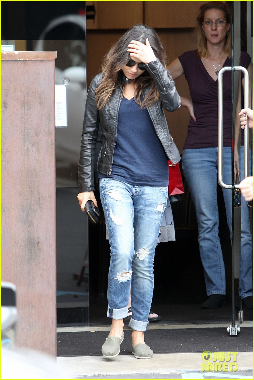 mila kunis ashton kutcher separate los angeles outings 15