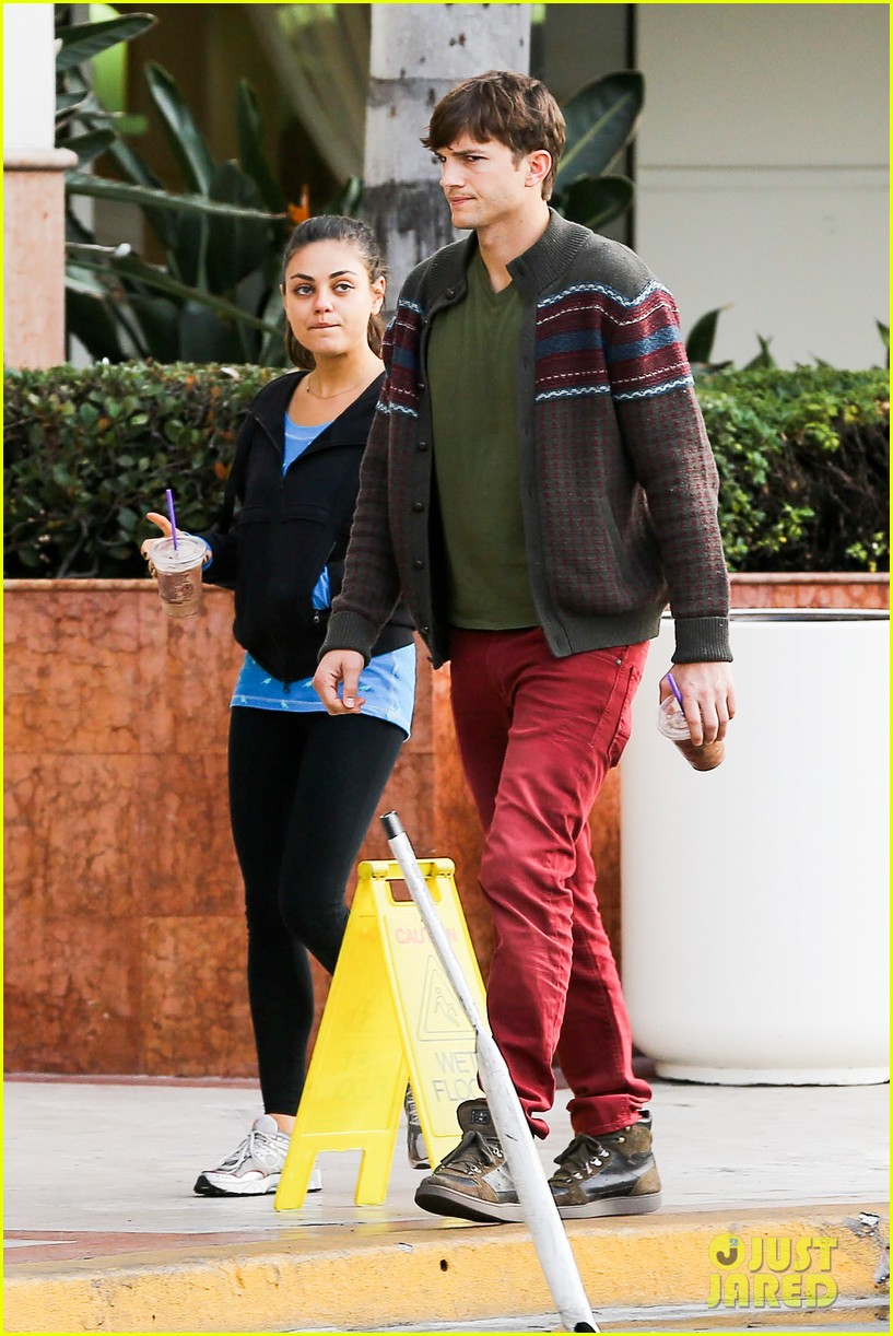ashton kutcher mila kunis coffee bean couple 052798147