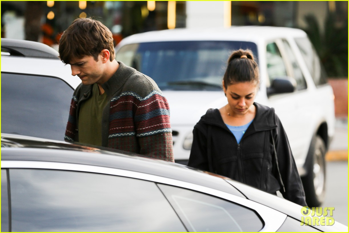 ashton kutcher mila kunis coffee bean couple 08