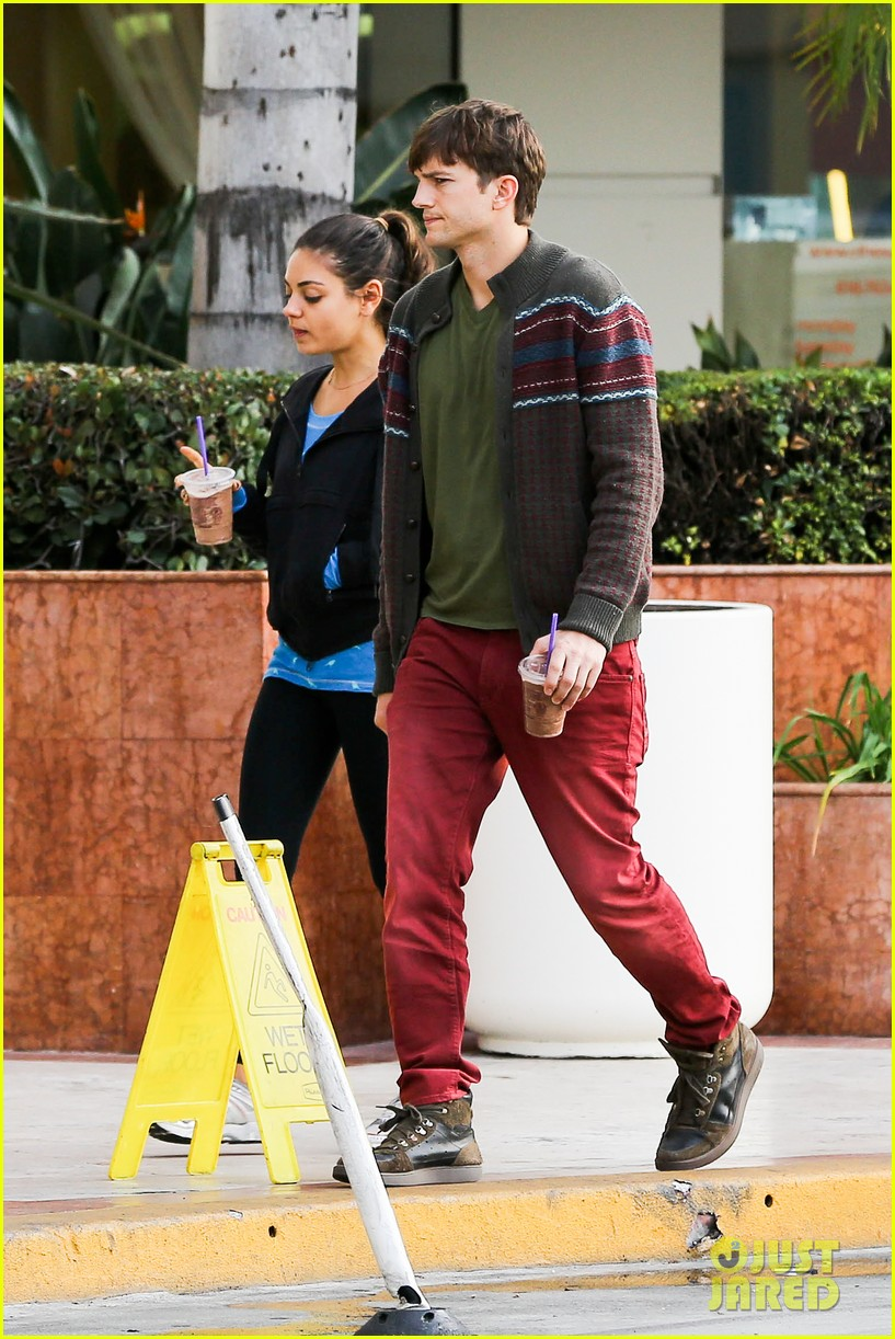 ashton kutcher mila kunis coffee bean couple 092798151