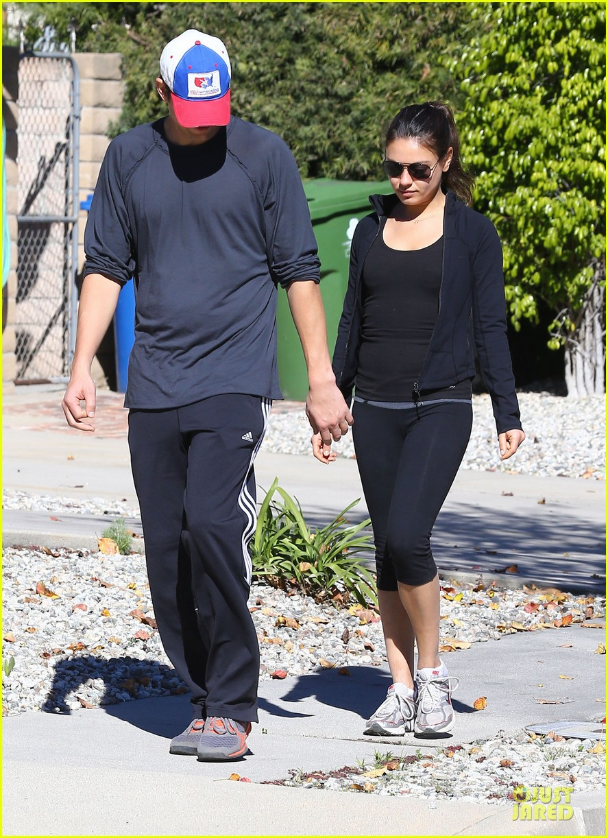ashton kutcher mila kunis saturday morning walk 052794816