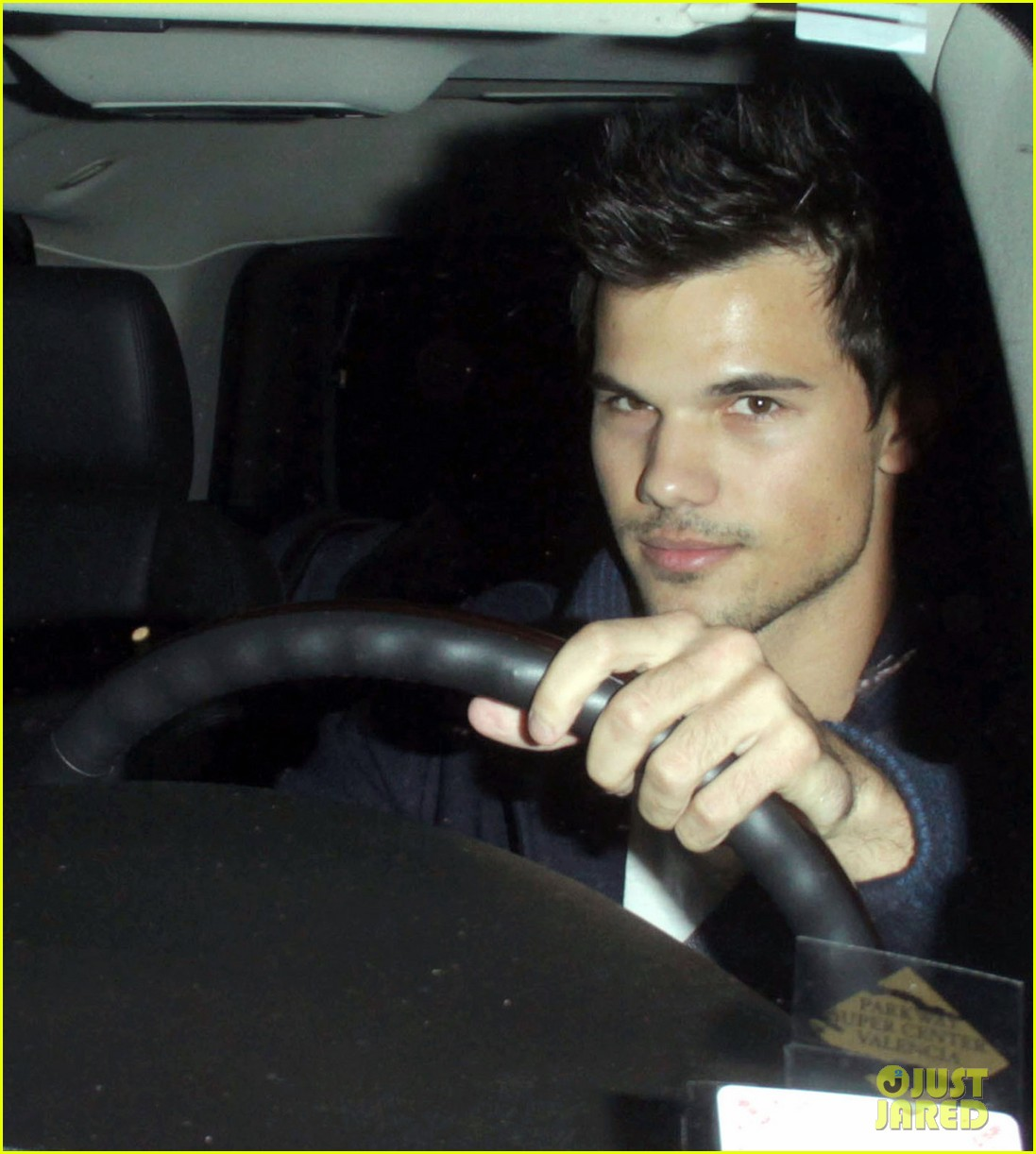 taylor lautner clippers game with sara hicks 03