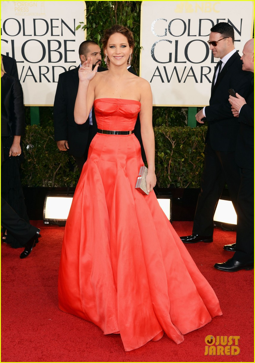 jennifer lawrence golden globes 2013 red carpet 05