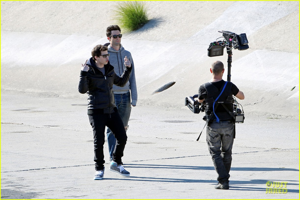 adam levine andy samberg music video shoot with the loney island 03