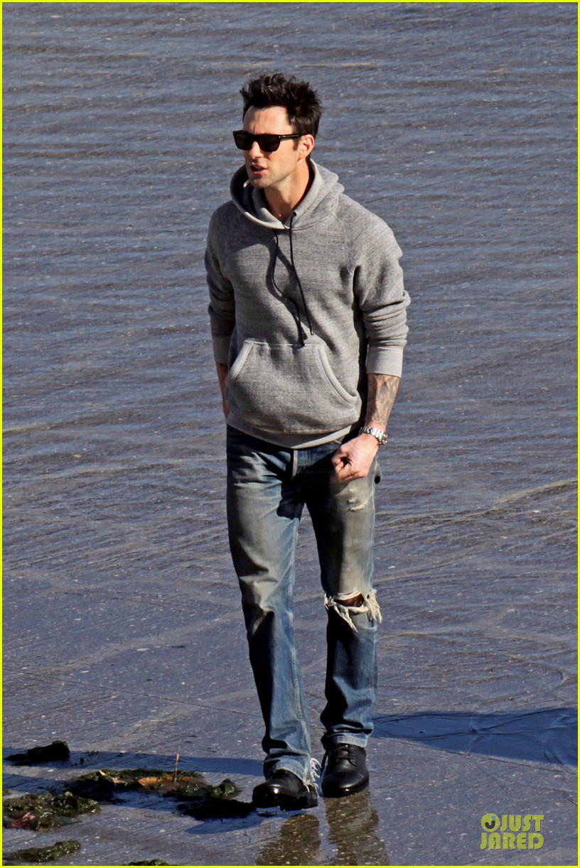 adam levine andy samberg music video shoot with the loney island 06