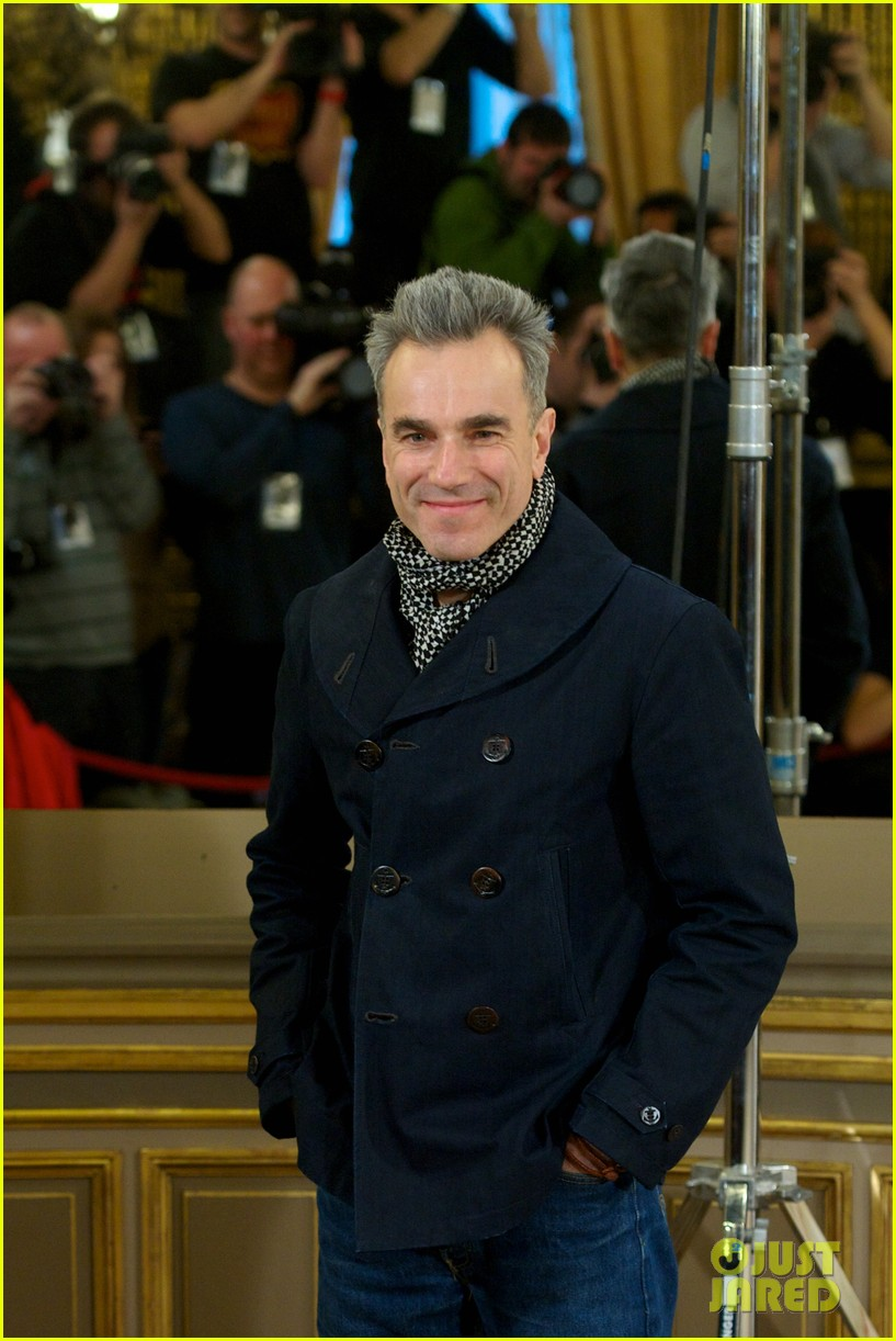 daniel day lewis promotes lincoln after golden globe win 08