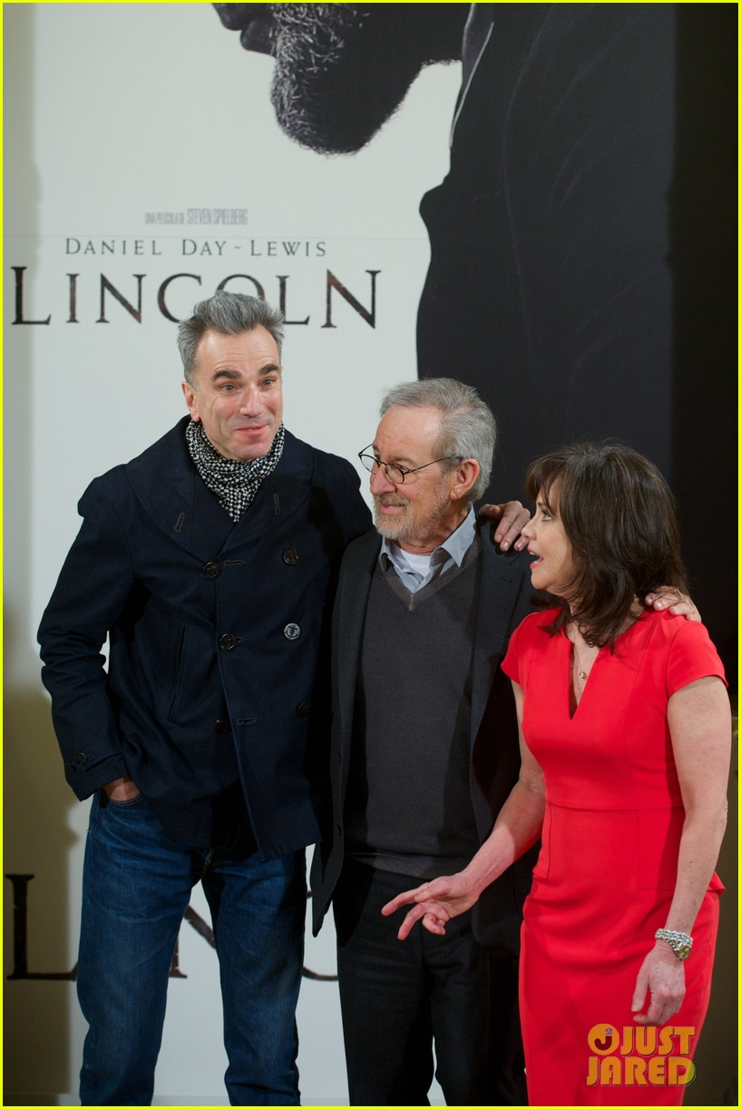 daniel day lewis promotes lincoln after golden globe win 14