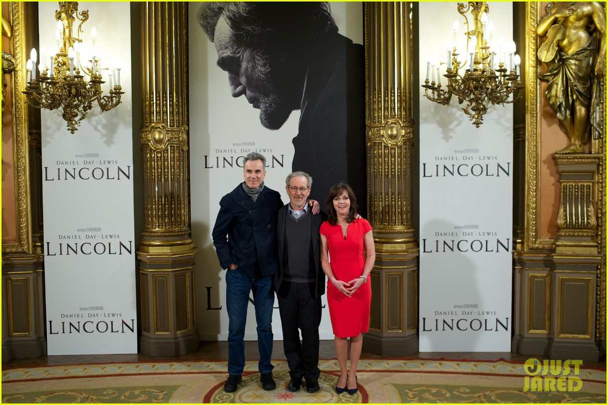 daniel day lewis promotes lincoln after golden globe win 17