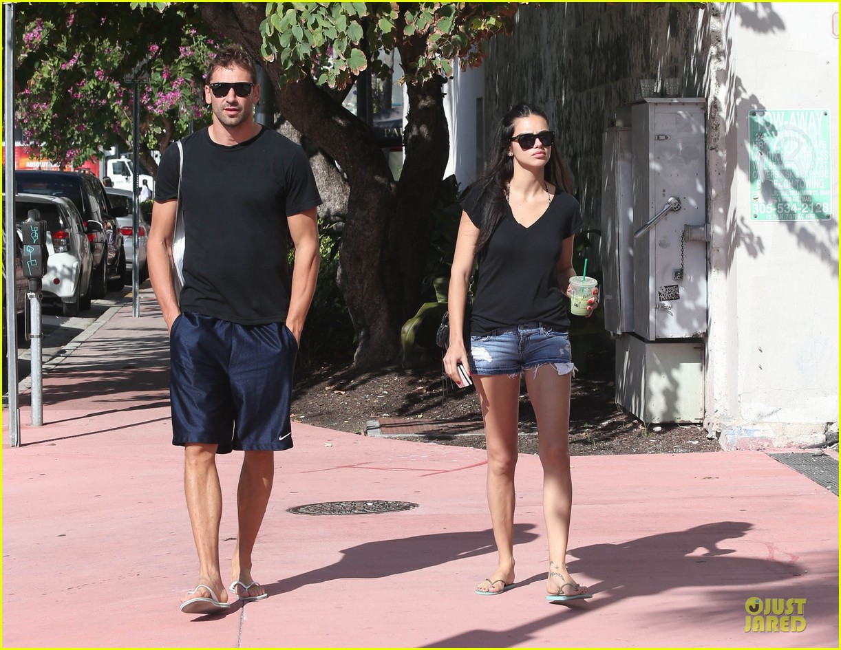 adriana lima chilling with husband marko jaric 04