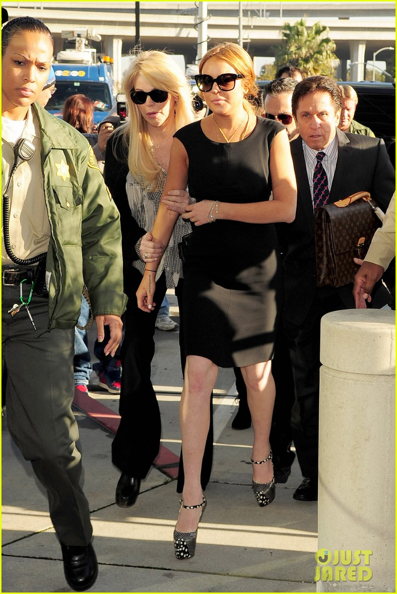 lindsay lohan arrives in court avoids jail time 072801369
