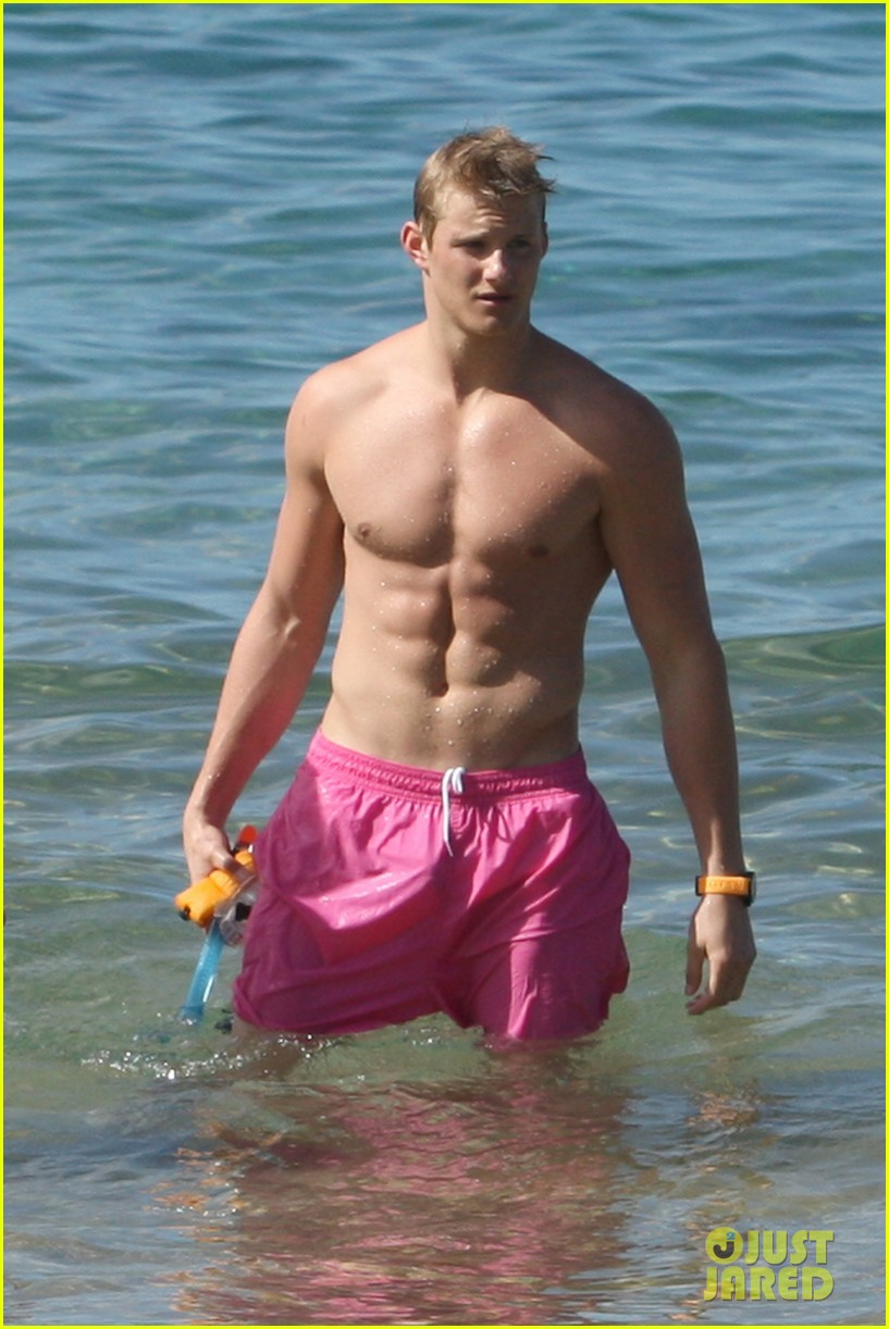 alexander ludwig shirtless six pack in hawaii 04