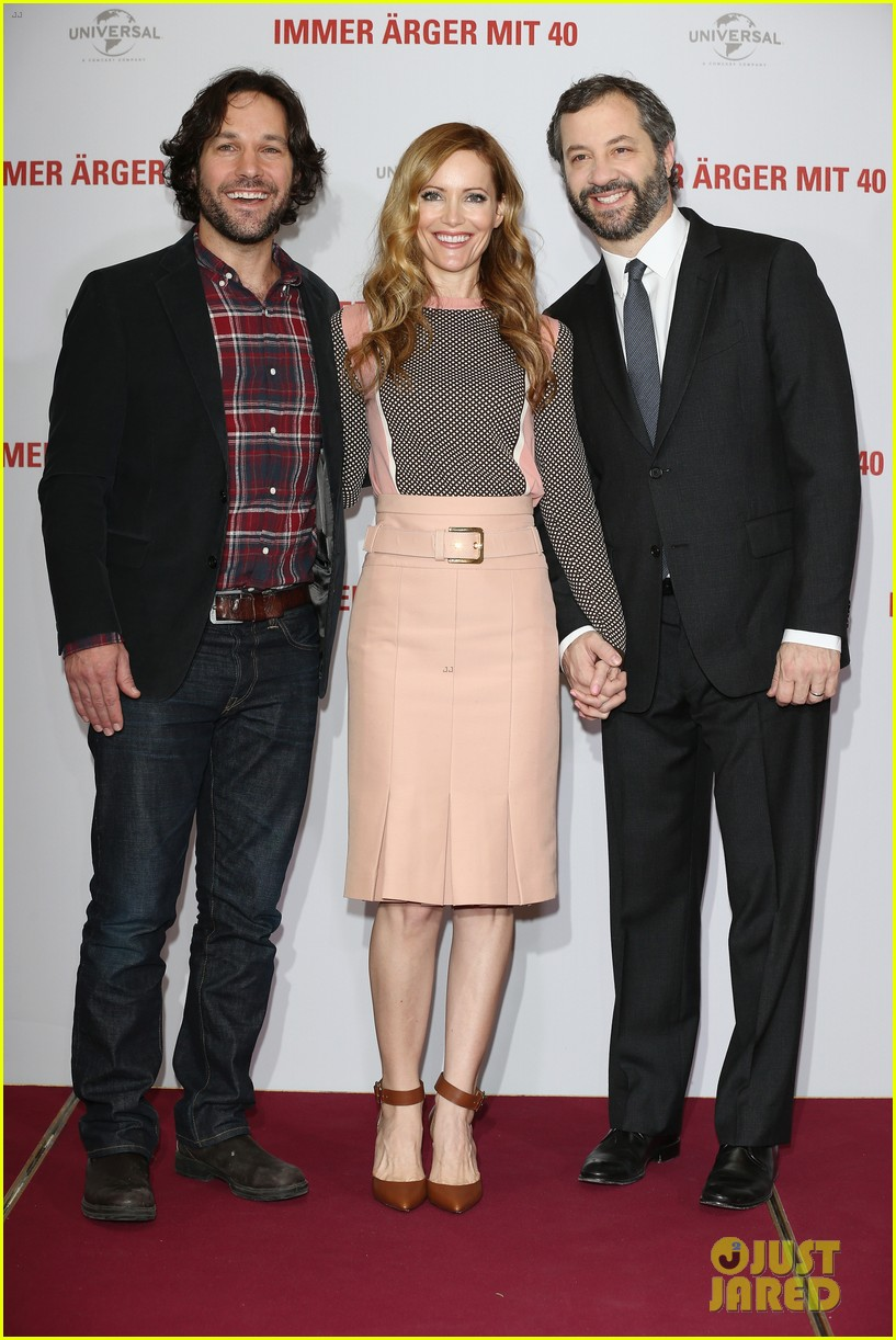 leslie mann paul rudd this is 40 berlin photo call 03