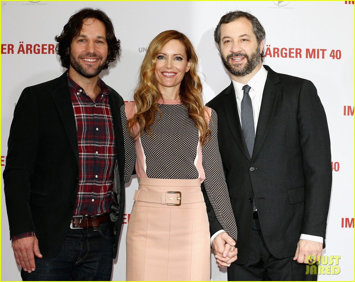 leslie mann paul rudd this is 40 berlin photo call 12
