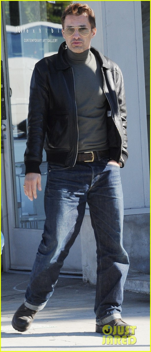 olivier martinez art gallery stop with a pal 01