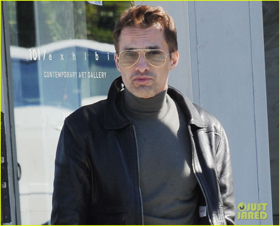 olivier martinez art gallery stop with a pal 03
