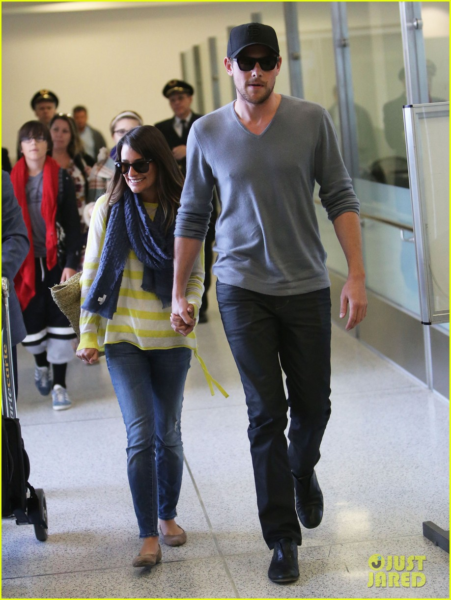 lea michele cory monteith holding hands at lax 05
