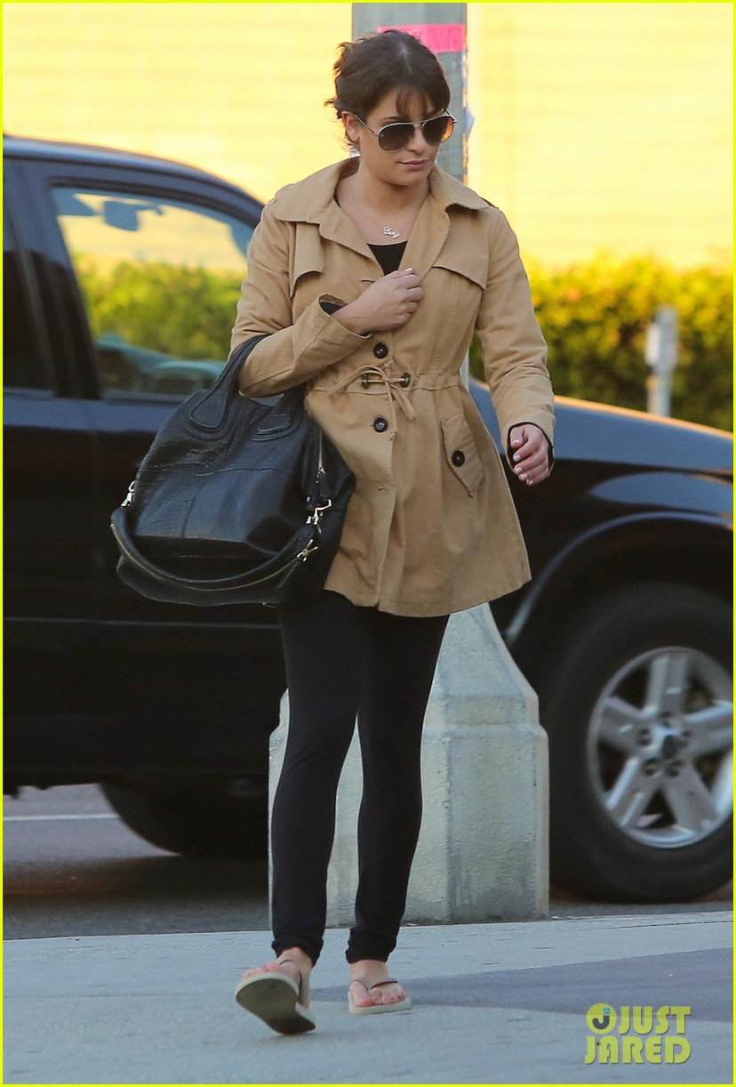 lea michele relaxes with mani pedi top chef 022793390
