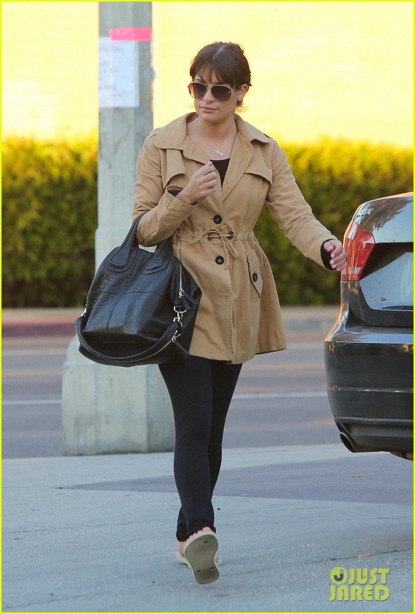 lea michele relaxes with mani pedi top chef 04