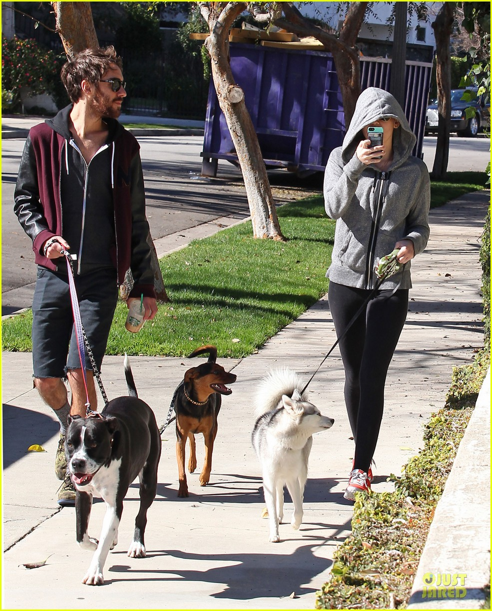miley cyrus hoodie walk with pet pooch 092800380