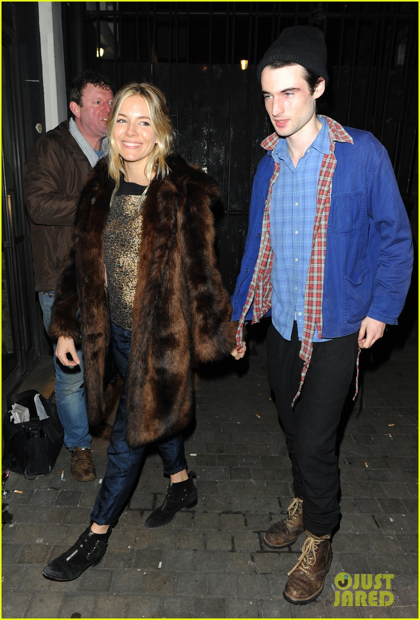sienna miller tom sturridge no quarter press night 03