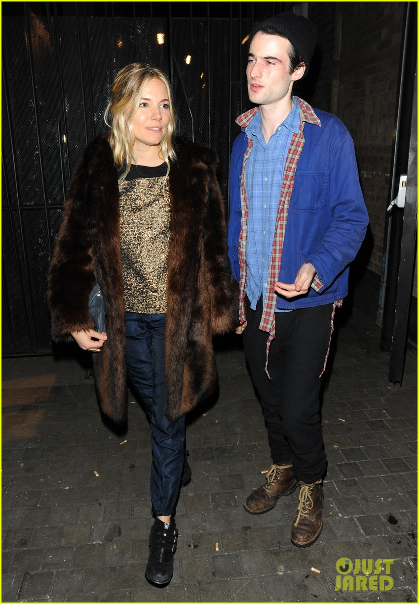 sienna miller tom sturridge no quarter press night 04