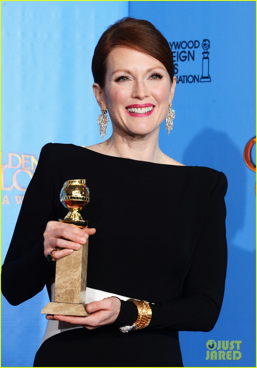 julianne moore ferguson golden globes 2013 red carpet 112791615