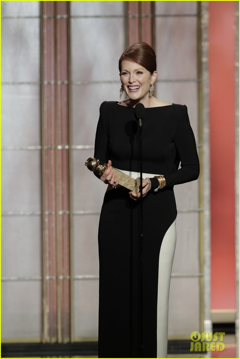 julianne moore ferguson golden globes 2013 red carpet 13