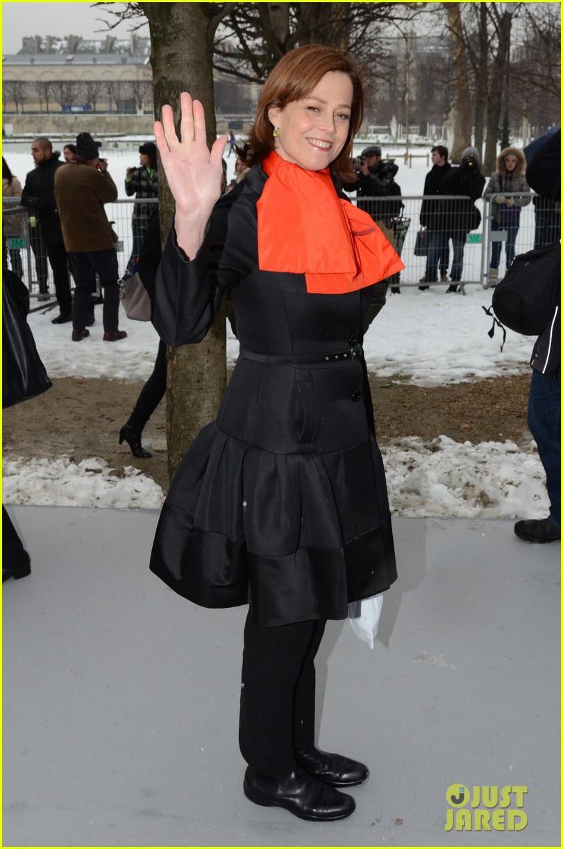 chloe moretz jessica alba christian dior paris fashion show 092796152