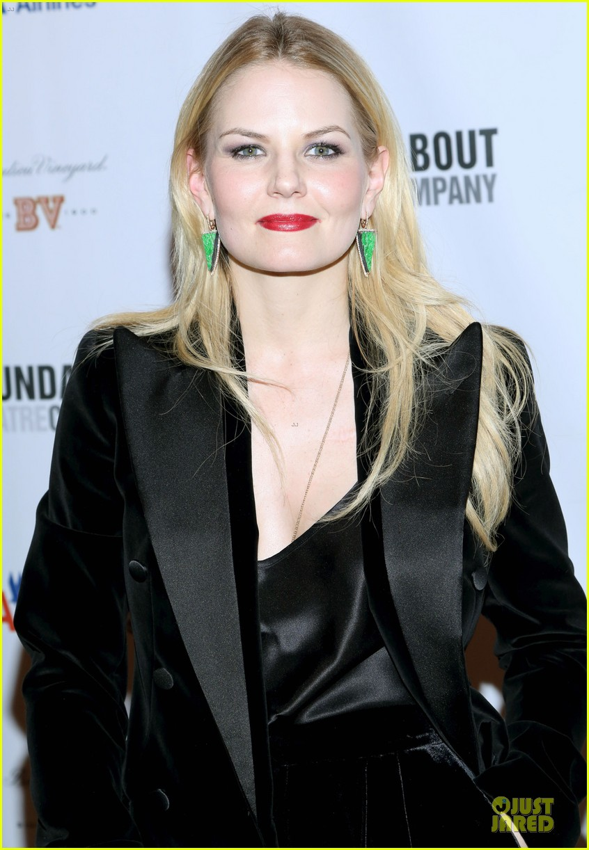jennifer morrison chace crawford picnic opening night 14