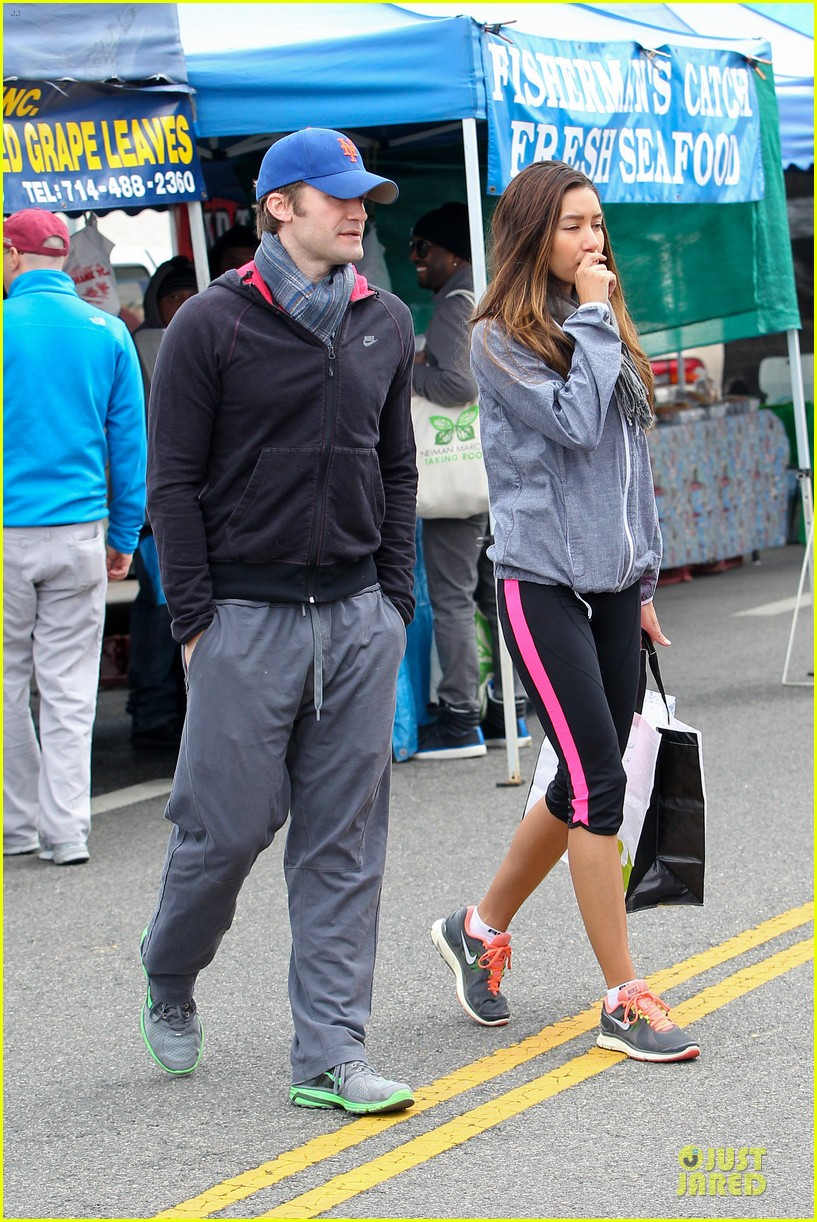 matthew morrison & renee puente strawberry picking couple 05