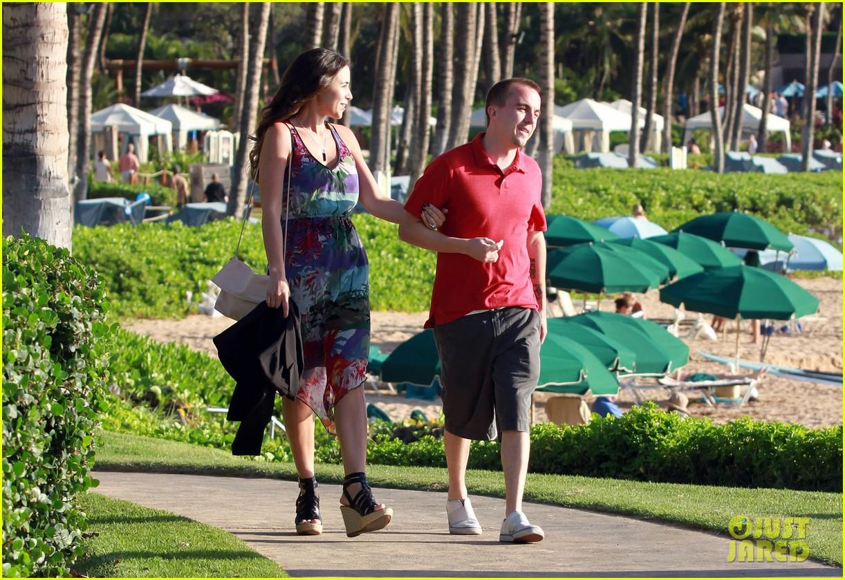 frankie muniz hawaiin vacation with elycia marie 05