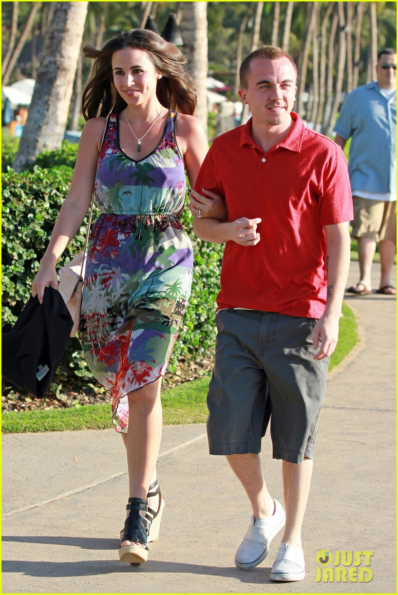 frankie muniz hawaiin vacation with elycia marie 06