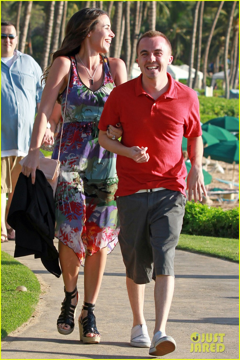 frankie muniz hawaiin vacation with elycia marie 082798559