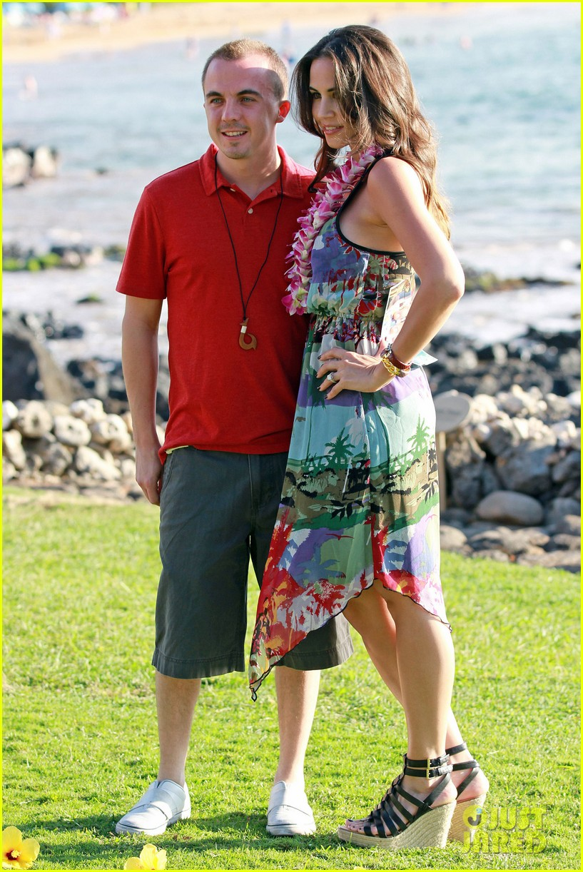 frankie muniz hawaiin vacation with elycia marie 14