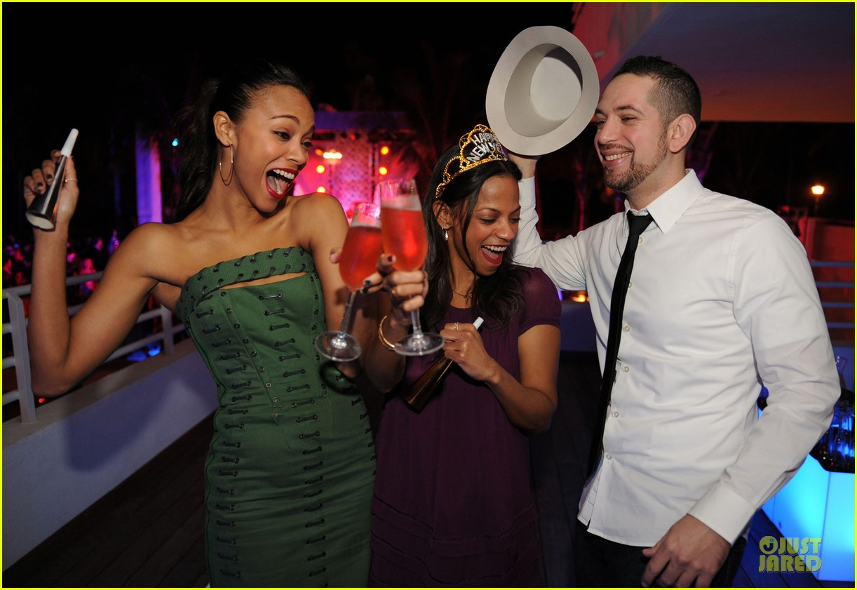 zoe saldana & gabrielle union new years eve countdown in miami 07