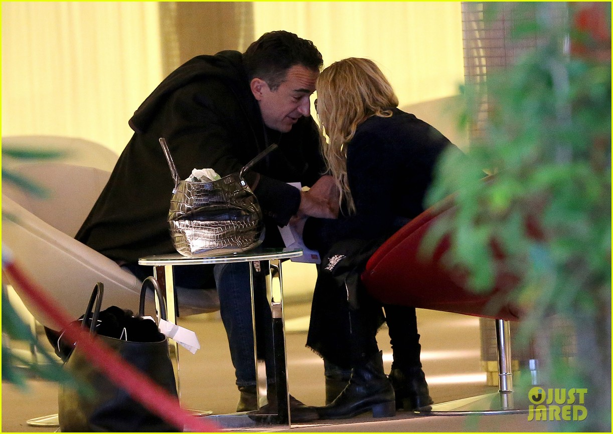 mary kate olsen olivier sarkozy charles de gaulle couple 242786904