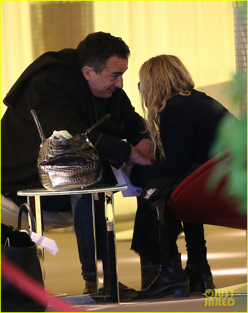 mary kate olsen olivier sarkozy charles de gaulle couple 252786905