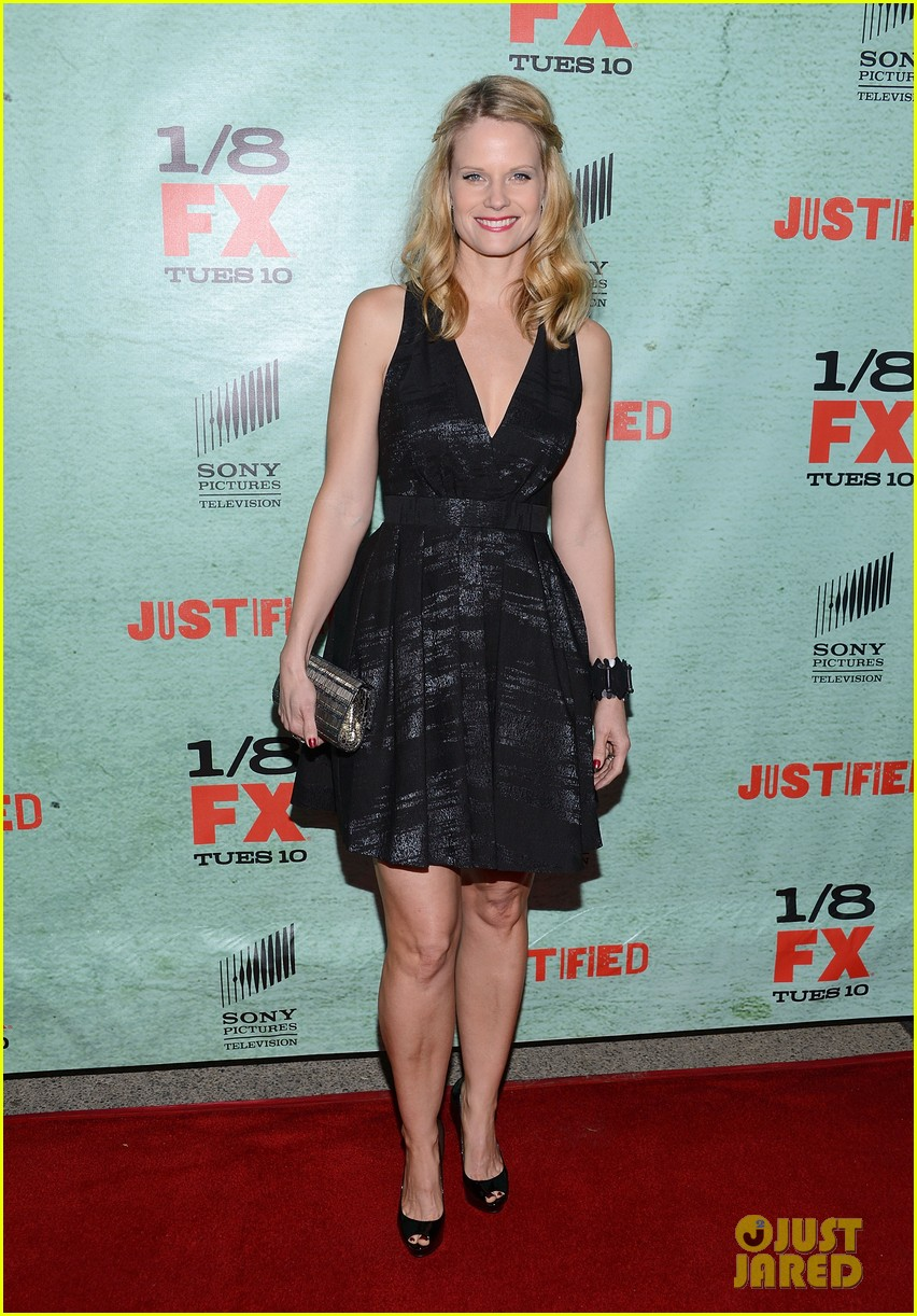 timothy olyphant joelle carter justified season four premiere 03