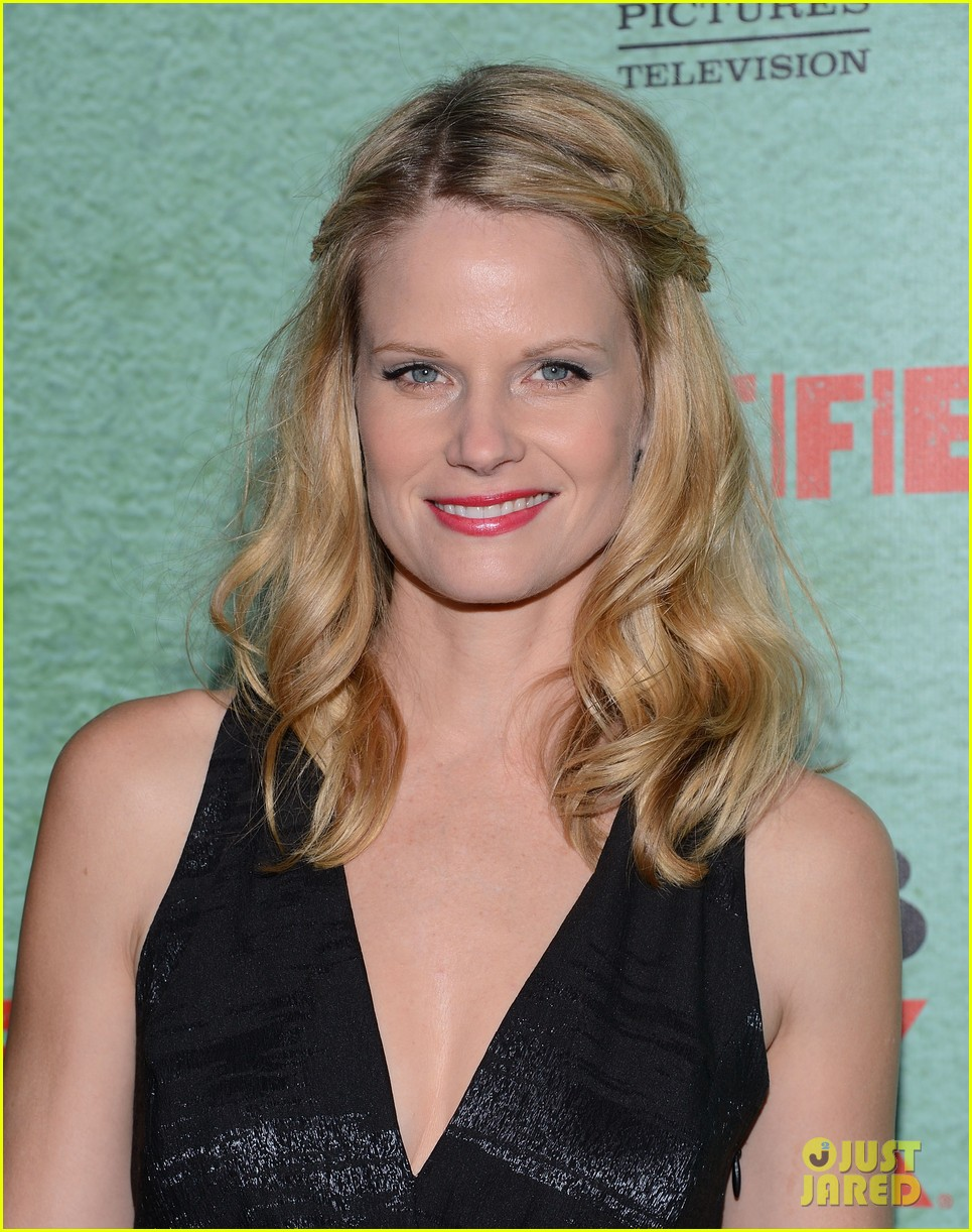 timothy olyphant joelle carter justified season four premiere 22