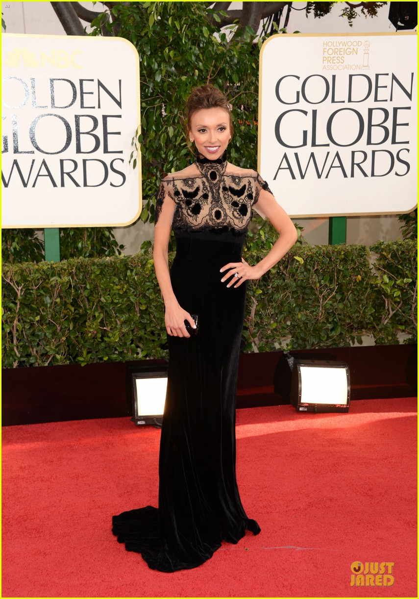 kelly osbourne giuliana rancic golden globes 2013 red carpet 112790828