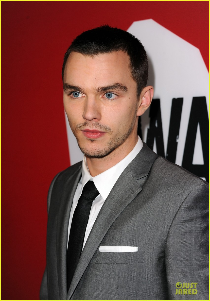 Teresa palmer nicholas hoult warm bodies hollywood premiere