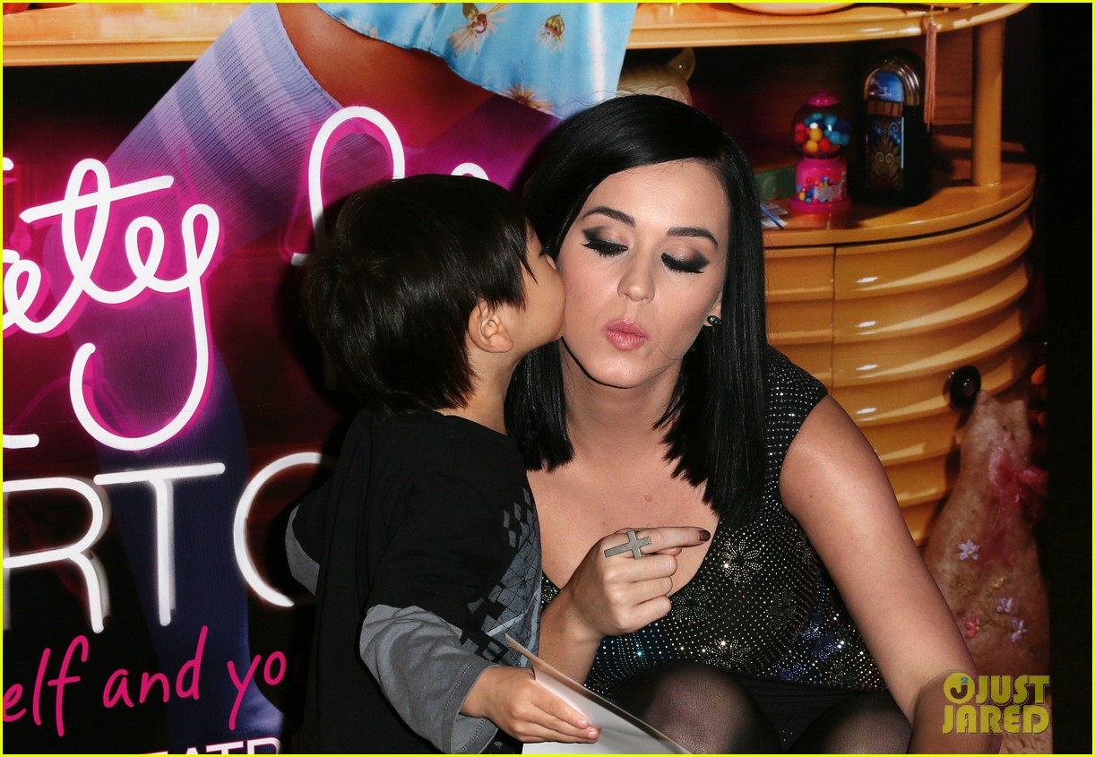 katy perry wax figure unveiled 05