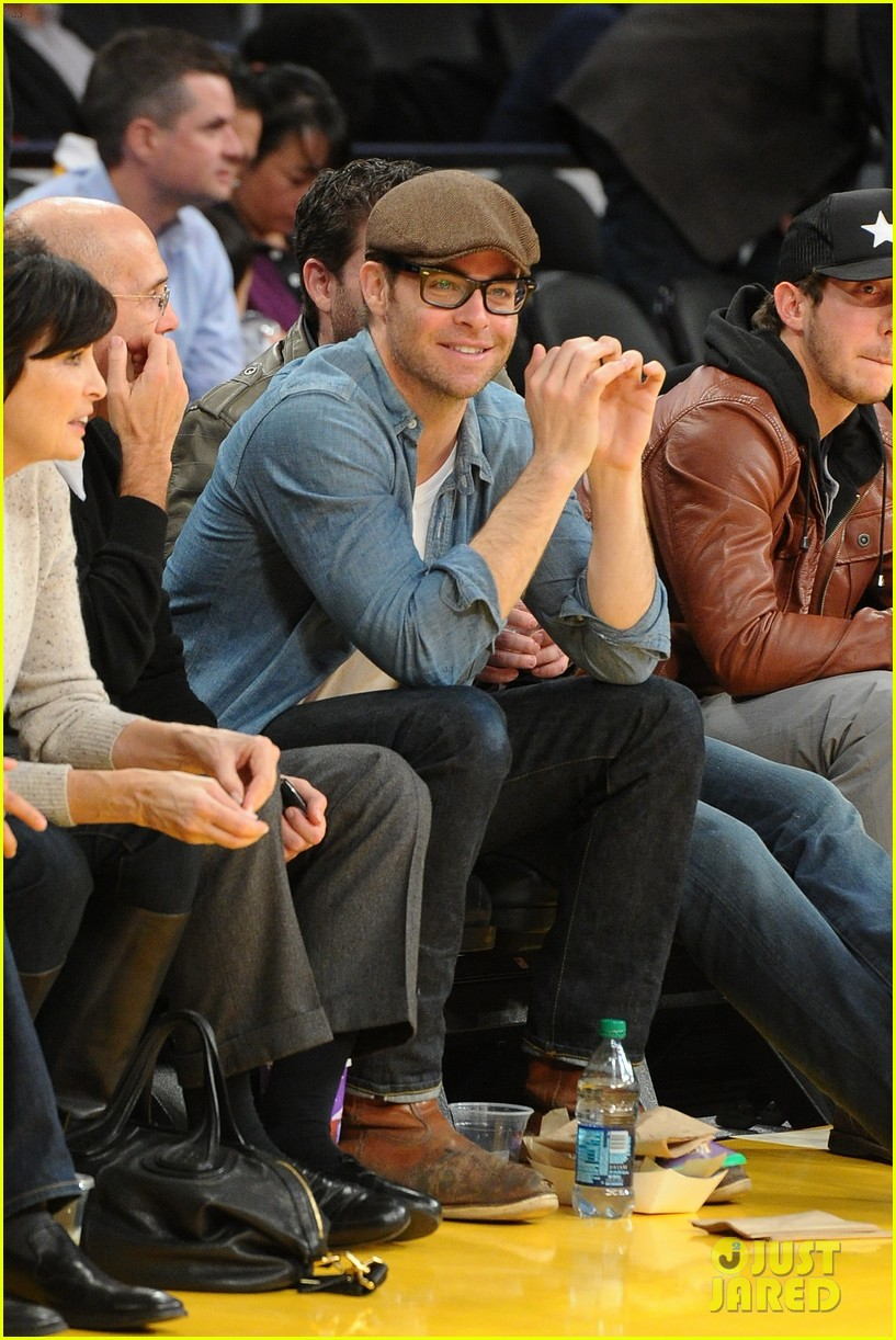 chris pine lakers game night 042801207