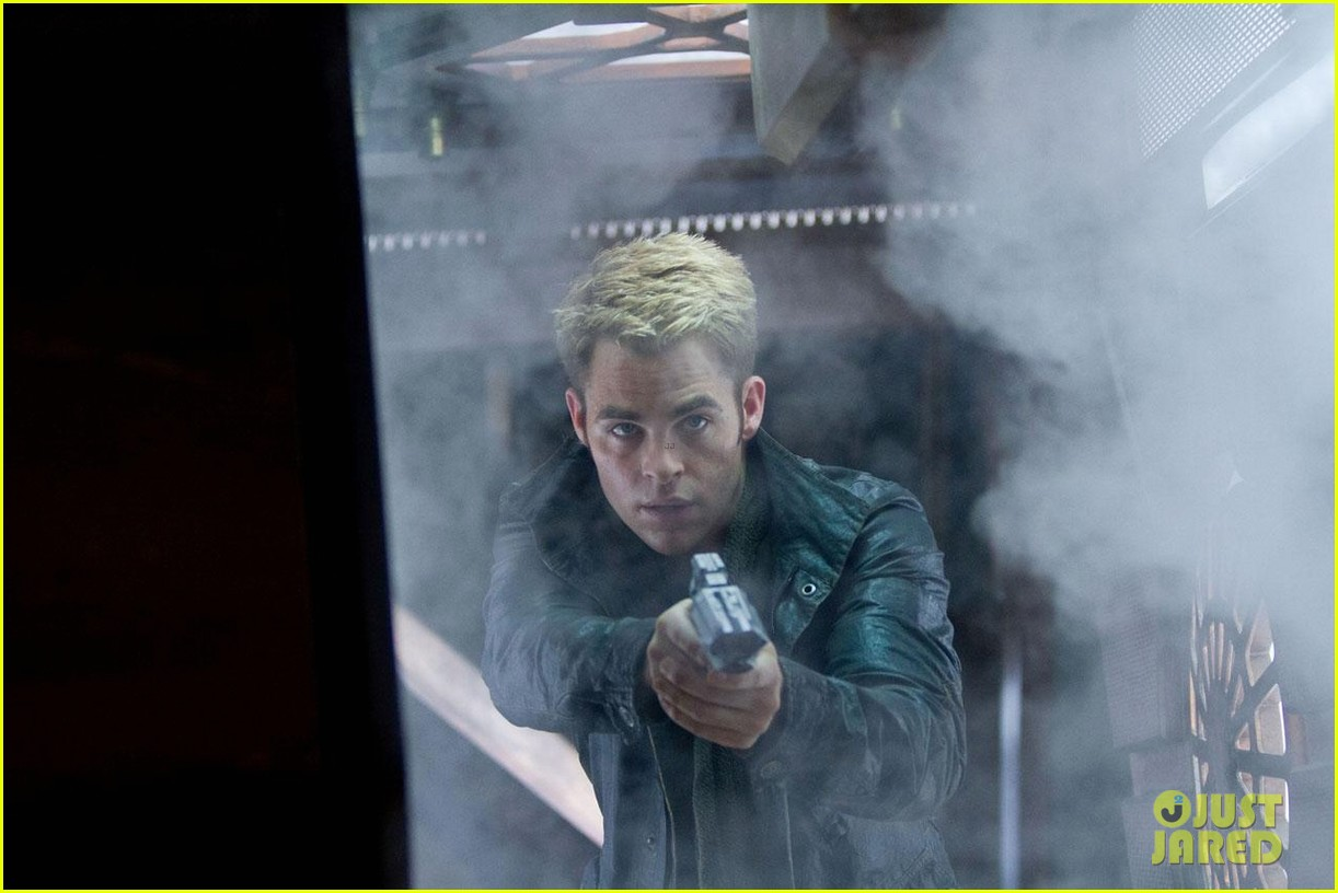 chris pine new star trek into darkness stills 03