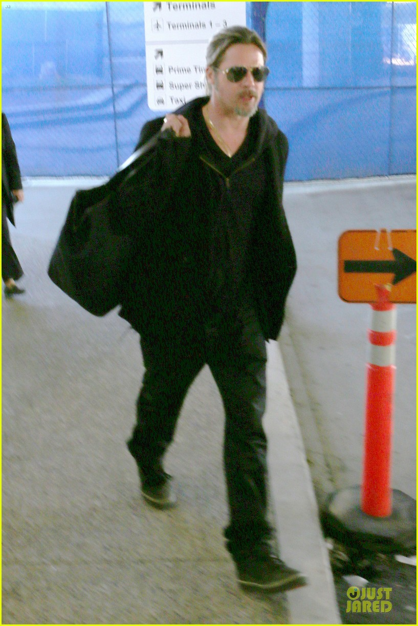 brad pitt los angeles arrival 05
