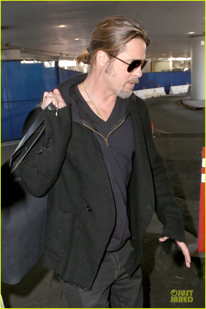 brad pitt los angeles arrival 07