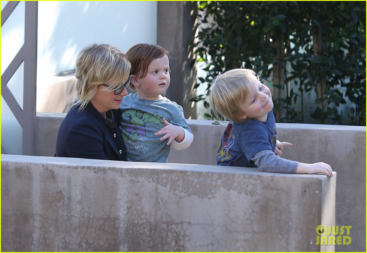 amy poehler birthday party with archie abel 04