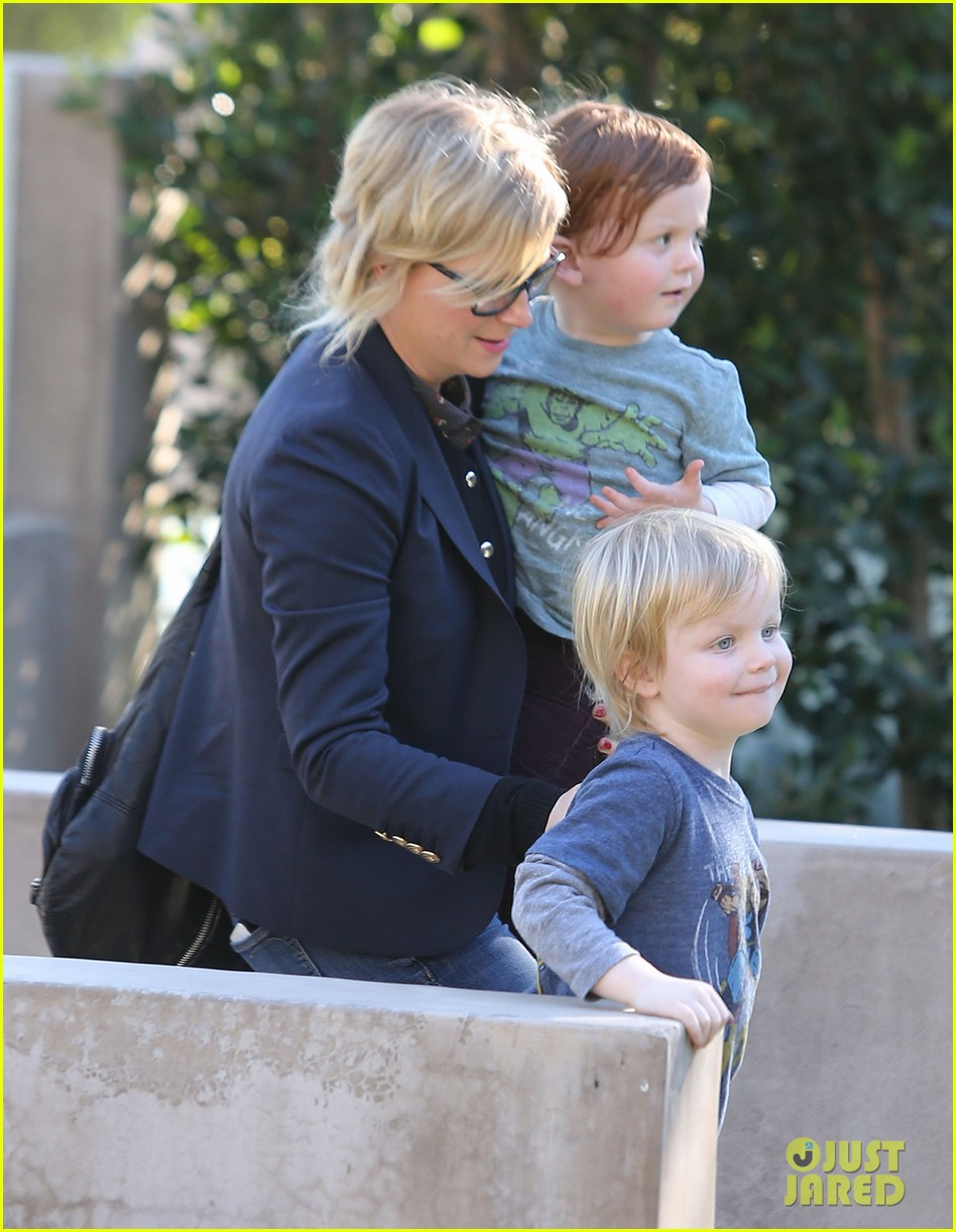 amy poehler birthday party with archie abel 06