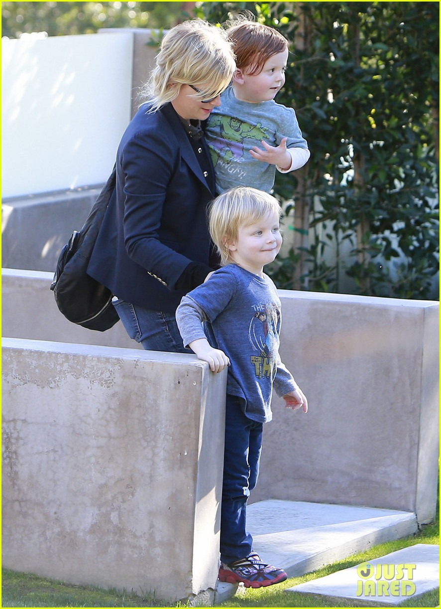 amy poehler birthday party with archie abel 08
