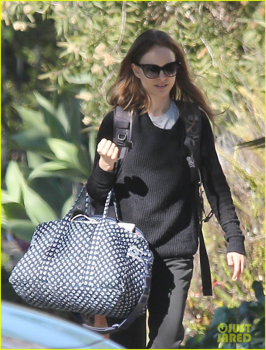 natalie portman runs errands after date night 02